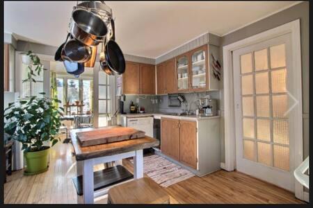 Lumineuse et chaleureuse maison - Lévis - Dům