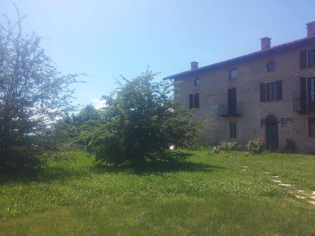 Lovely farm in the Monferrato hills
