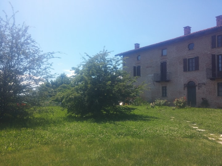 Lovely farm in the Monferrato hills