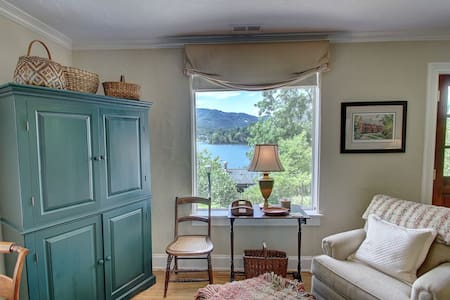 The Stone Cottage (#1): Postcard Lake & Mtn Views