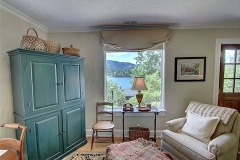 The Stone Cottage (#1): Postcard Lake & Mtn Views