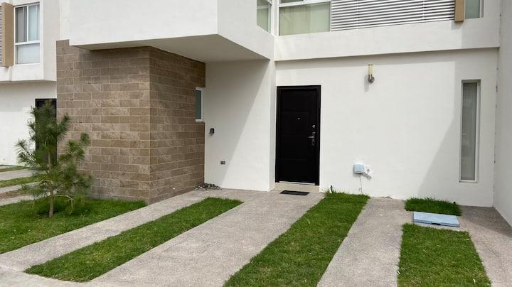Casa 3 Hab, Studio, 4 baños. 5 minutos Zona Indust