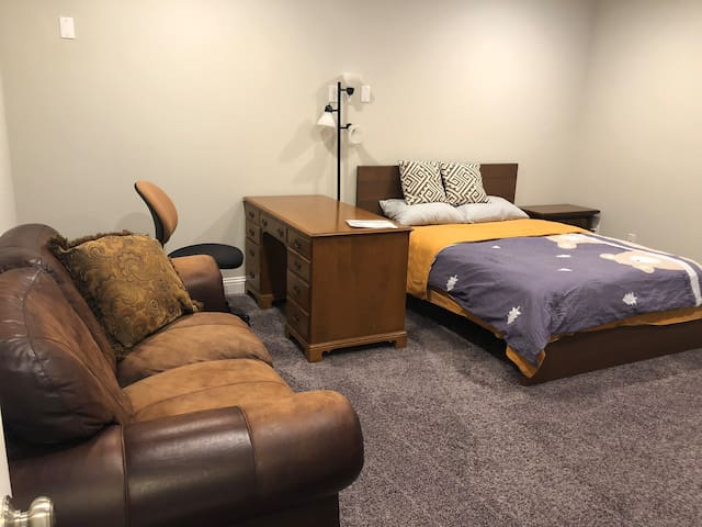 Comfort + value: easy rest in upscale home by UTD