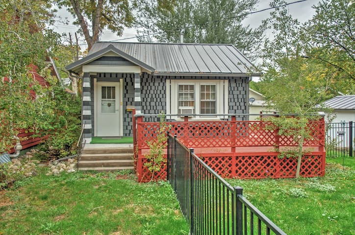 Inviting Billings Cottage w/ Private Deck!