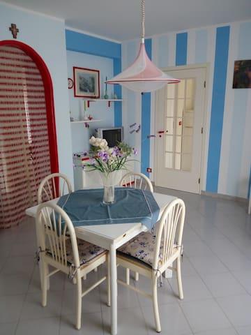 Appartamento a 50mt dal mare - Lido Rossello - Apartemen