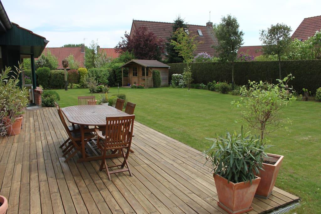 La terrasse et le jardin plein sud