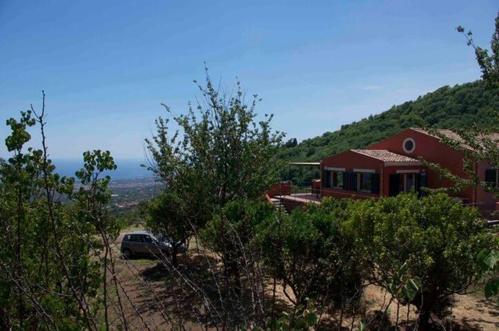 Villa with sea view on Mount Etna - Mascali - Villa