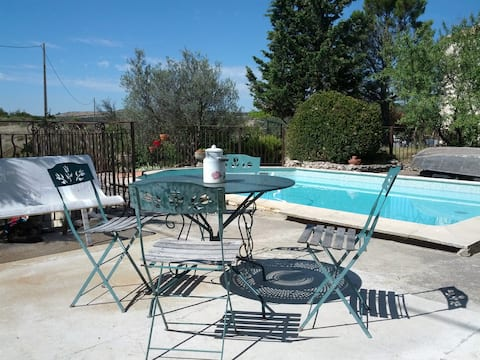 maisonnette au calme avec piscine