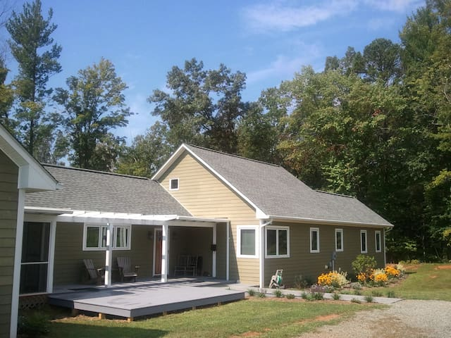 2 BD House Mnt Fishing Hiking Lake - Crozet - House