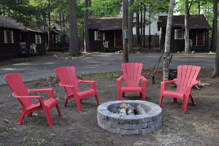 Pine Grove Cottage in Lake George - large 1BR