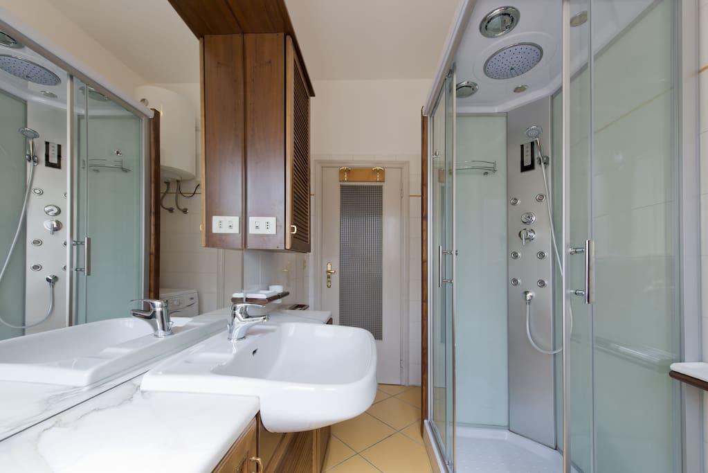 Trilocale esperia con due stanze da letto appartamenti for Appartamenti in affitto modena