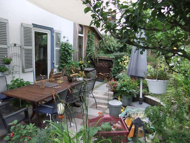Haus mit grüner Gartenoase - Stuttgart - House