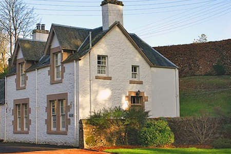 Luxury four star cottage & garden - Crieff