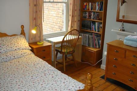 Comfortable Edwardian room for 2. - 都柏林 - 連棟房屋