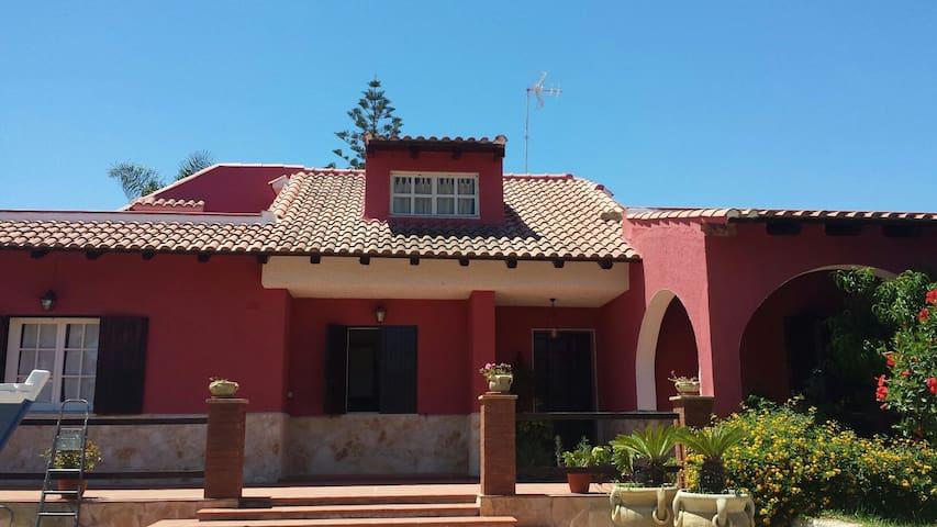 Mansarda in villa immersa nel verde - Augusta - Houten huisje