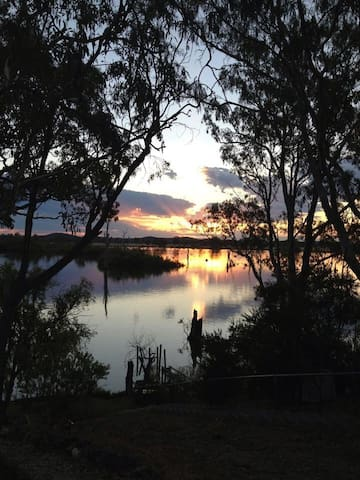 On Goulburn Ponds, Nagambie Lakes - Kirwans Bridge