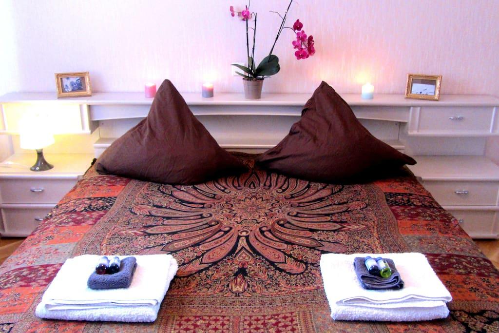 Sehr großes, bequemes Doppelbett zum Entspannen