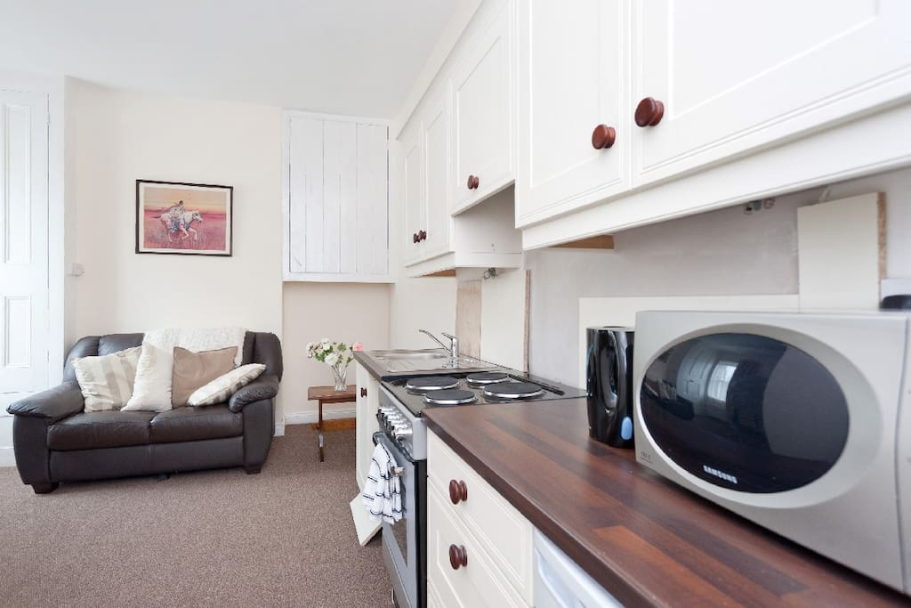 Fully fitted kitchen with full cooker, dishwasher and microwave.