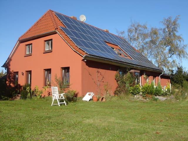 Sonnenhaus Rügen Ferienwohnung Ost - Putbus - Haus