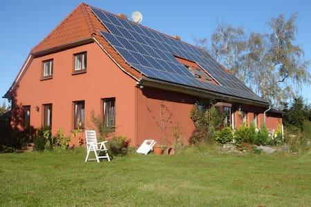 Sonnenhaus Rügen Ferienwohnung Ost - Casa