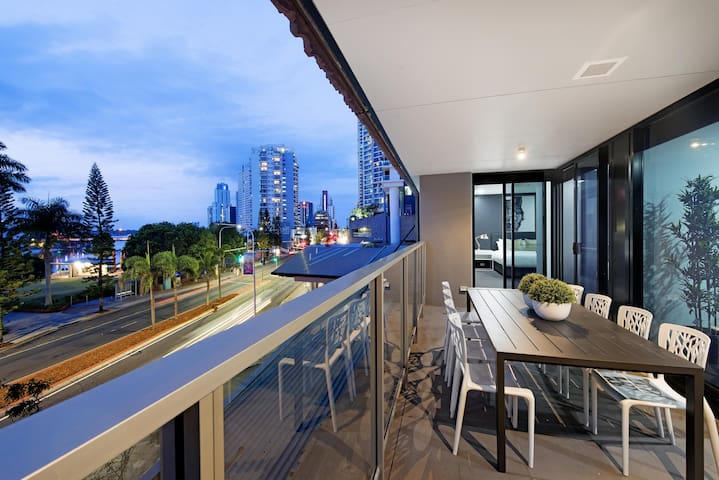 Circle on Cavill – 3 Bedroom City — We Accommodate