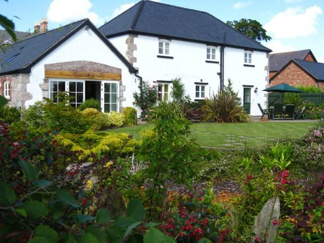Stunning Cottage June & August 2017 - Llandyrnog