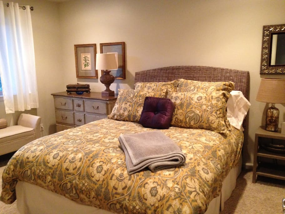 This is the Queen Room for rent.