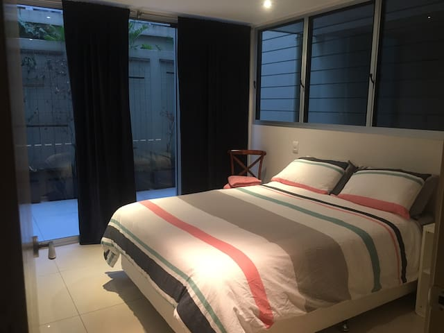 Wifi, Private Courtyard & Bathroom! - Fortitude Valley - Daire