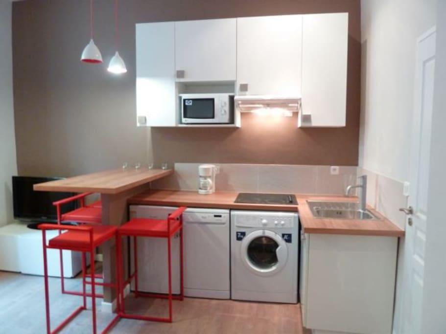 Fully equipped kitchen with dish washer, micro wave, fridge, washing machine, kettle, coffee machine