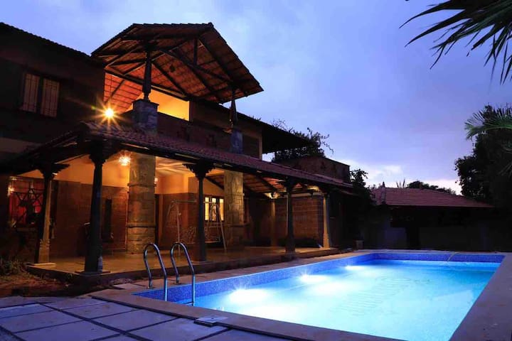 The Courtyard  Farm Pool Villa(3 acre) - Yelahanka
