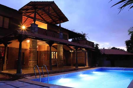❤️The Courtyard  Farm Pool Villa(3 acre)- Yelahanka