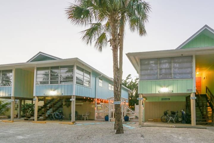 Enjoy your vacation in this tropical oasis located on the north end of Fort Myers Beach.