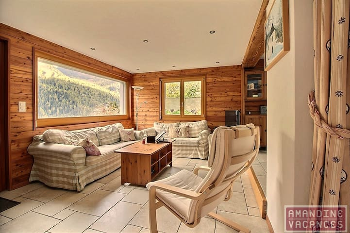 2 bedroom apartment with private access and private garden