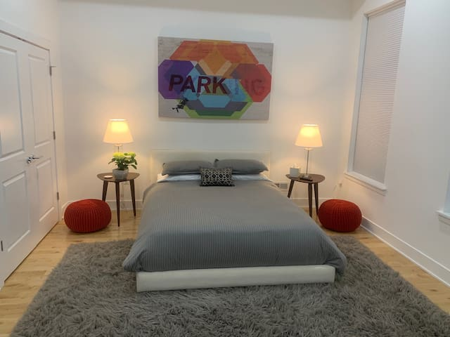 The Banksy Suite -- Walk to the Art Museums & Zoo