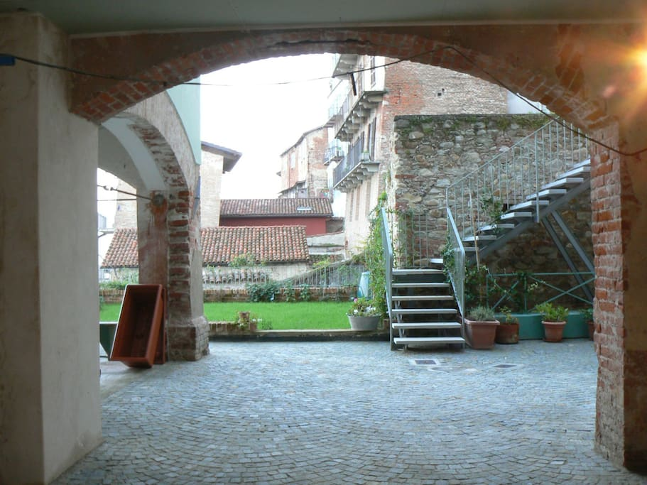 the entrance to the B & B Rooms with a view, in the old courtyard of a building of XVI century