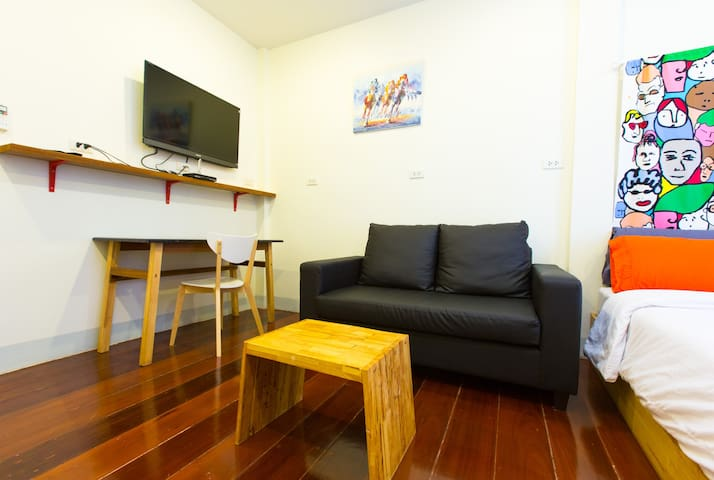 3.Cool Chic apartment walk 5 min BTS Sathon