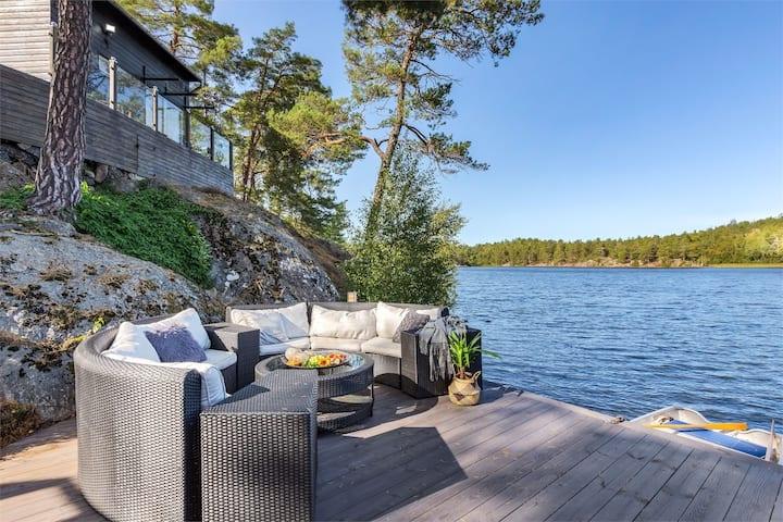 Premium Lakefront Cottage