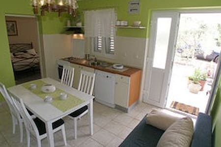 Apartment Meri - Raslina
