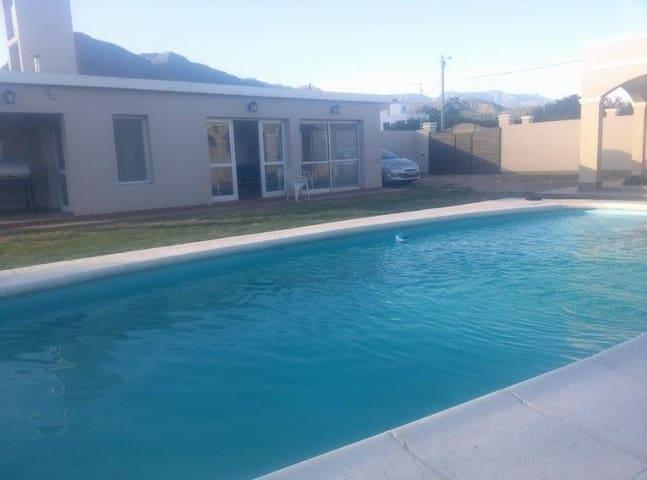 Cabaña con piscina