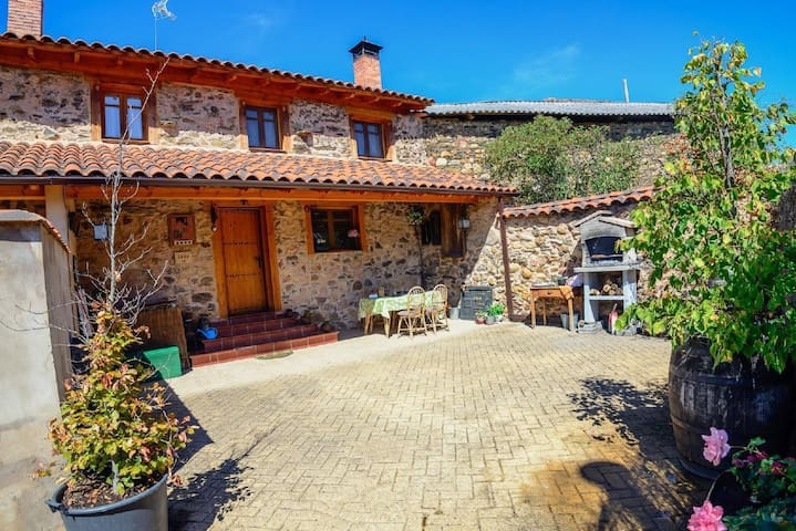 Rural house in the mountain of Leon - Benllera -