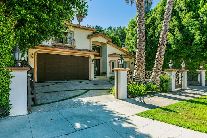 Gated Exclusive Luxury 6 BR Estate w/Pool & Spa