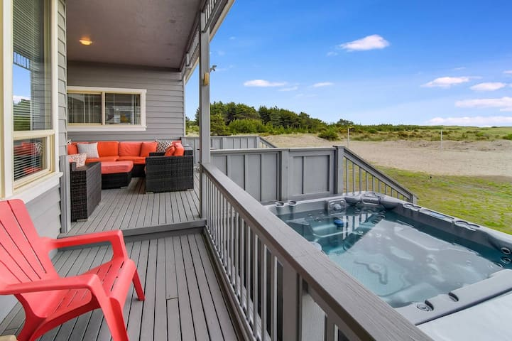 SAVE 25% NOW! Spectacular Oceanfront Home-Short Walk to Beach-Game Rm-Hot Tub