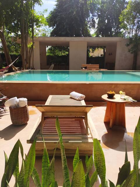 Chambre 1 dans un jardin tropical avec piscine