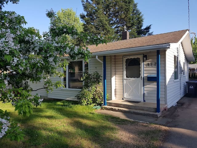 Cozy 3 Bedroom House in Downtown Terrace