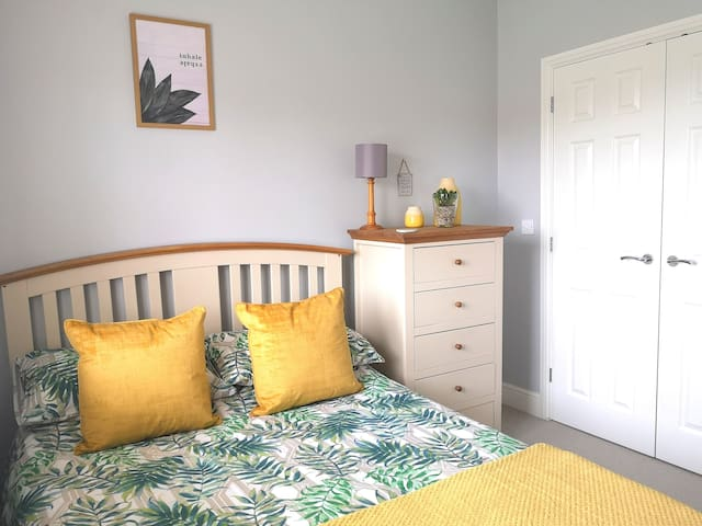 Private Room - 3 Bedroom Semi-Detached House