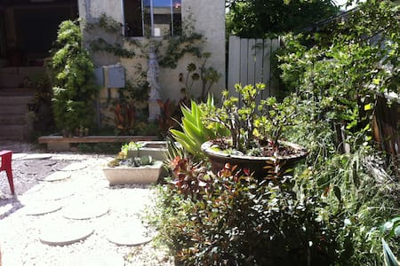 Room in House in Hip Silver Lake - Los Angeles - Bed & Breakfast