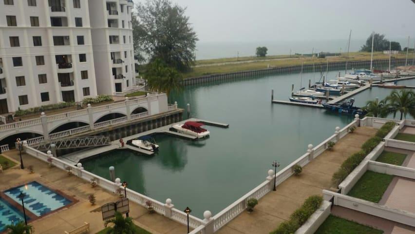 Marina View Resort beside Avilion Admiral Cove