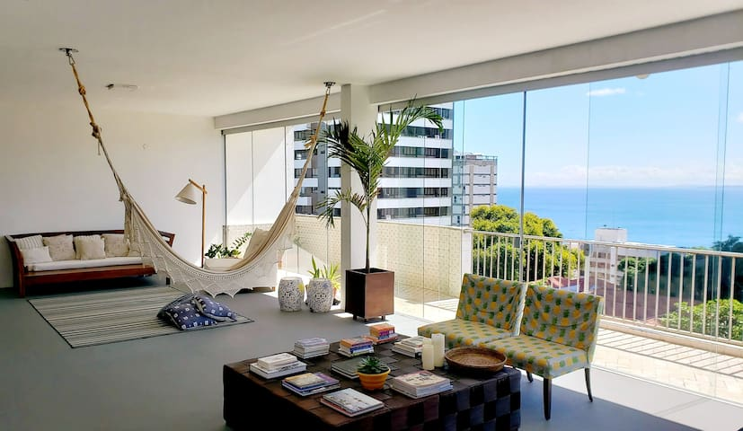 Charming and spacious apartment with sea view
