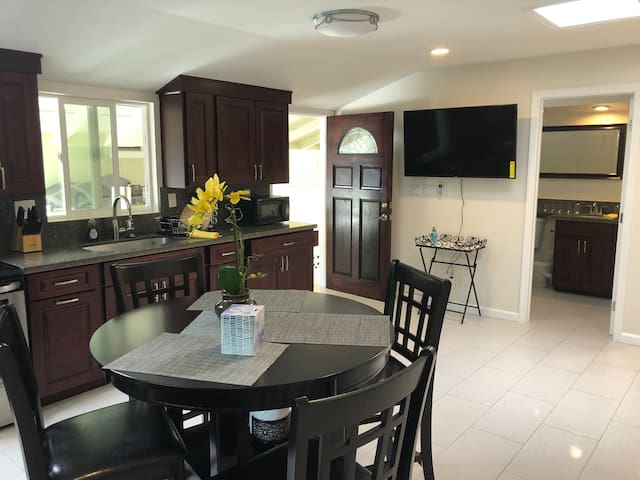 Three bedroom house in Waikiki