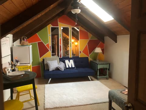 Private log home loft - 3 large rooms, cute+cozy